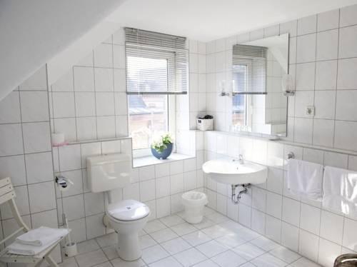 hotel frankfurter hof limburg an der lahn compare deals. Black Bedroom Furniture Sets. Home Design Ideas