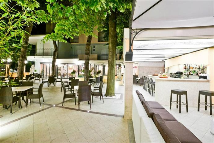 Hotel Belsoggiorno Bellaria-Igea Marina - Compare Deals
