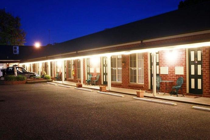 Elms Motor Inn Tumut Compare Deals
