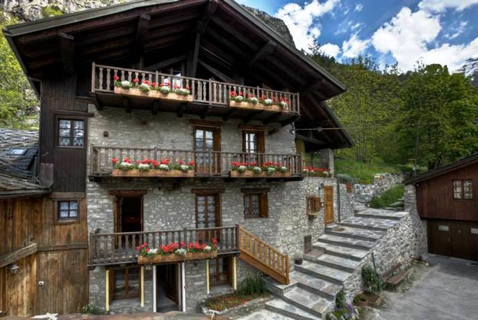 Residence cav emile rey courmayeur comparez les offres for Logis hotel meuble emile rey
