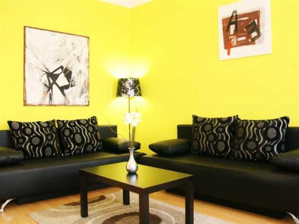 Luxury apartment inzersdorferstrasse vienna compare deals for Designer apartment vienna