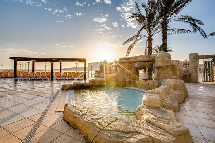 sunny coast resort and spa hotels qawra. Black Bedroom Furniture Sets. Home Design Ideas