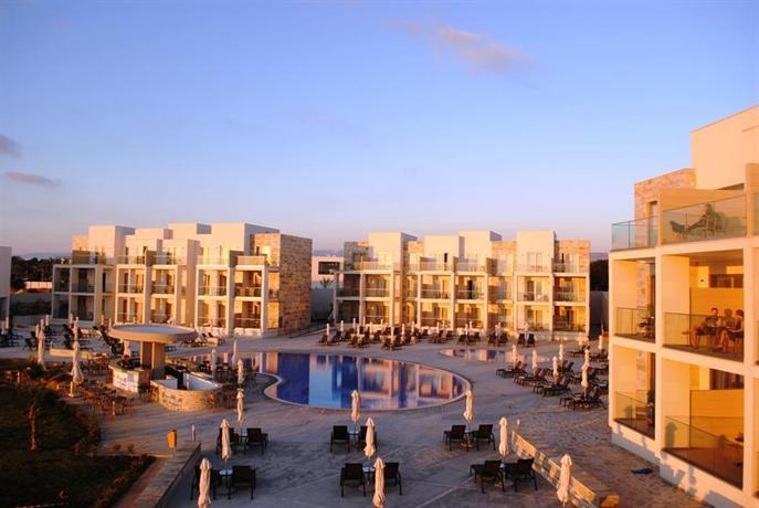 מלון אמפורה בפאפוס צילום של הוטלס קומביינד - למטייל (2)