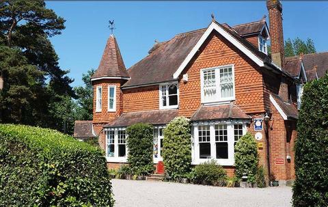 The Lawn Guest House Gatwick