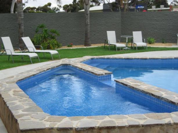 Adelaide road motor lodge murray bridge compare deals for Pool show adelaide