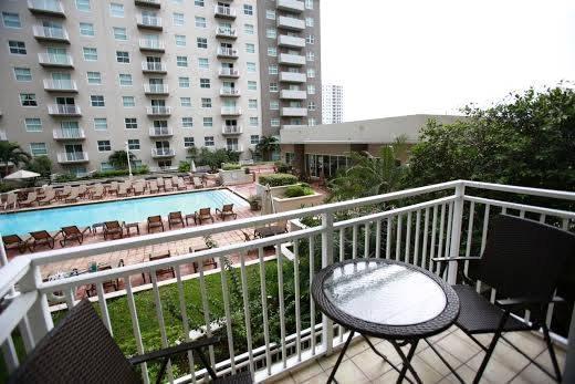 Epic global suites miami compare deals for Epic apartments miami