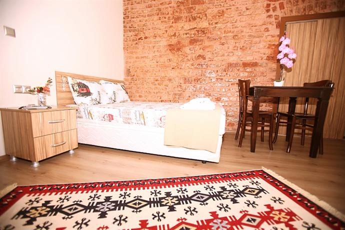 Balat residence istanbul compare deals for Educa suites balat hotel