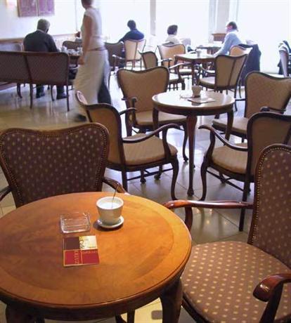 hotel goldenes kreuz regensburg compare deals. Black Bedroom Furniture Sets. Home Design Ideas