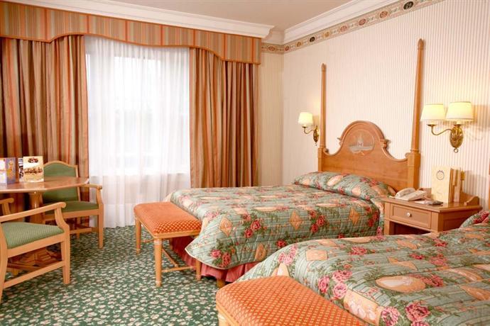 Disneyland hotel marne la vallee compare deals - Hotel chambre familiale paris ...