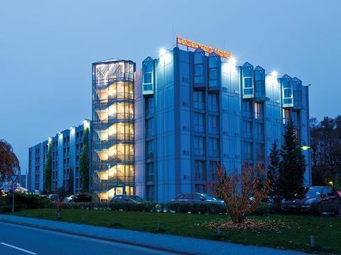 Leonardo hotel hannover airport langenhagen compare deals for Hotel hannover