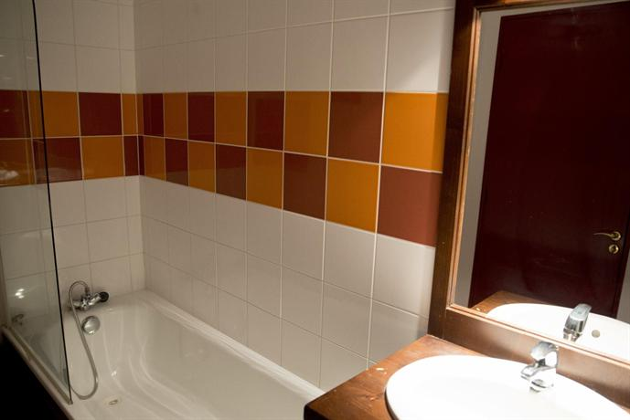 מלון דירות לס טרסאס דו לאק צילום של הוטלס קומביינד - למטייל (3)