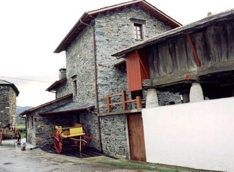 Casa de aldea rural los glayus luarca vergelijk - Casa rural luarca ...