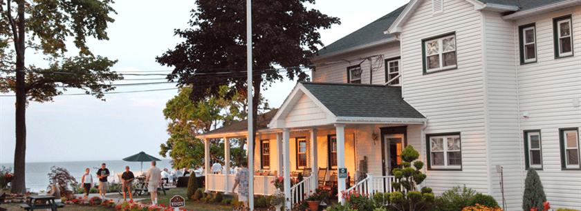 the lakehouse inn geneva geneva on the lake compare deals. Black Bedroom Furniture Sets. Home Design Ideas