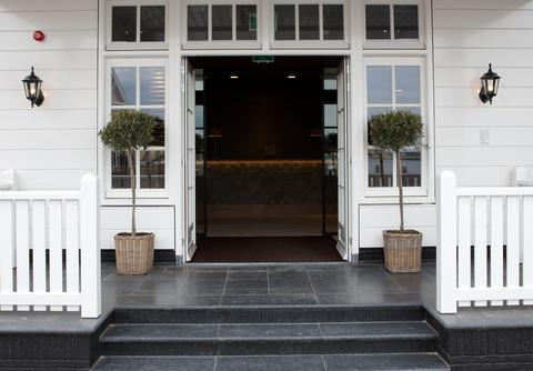 Fletcher Hotel Huizen : Fletcher hotel restaurant nautisch kwartier huizen compare deals