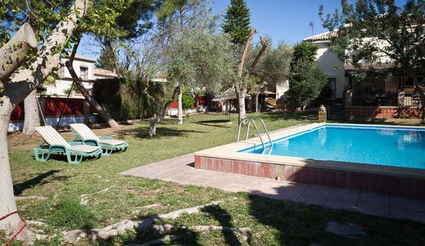 Precioso en sevilla terraza jardin piscina metro dos for Piscina ciudad jardin sevilla