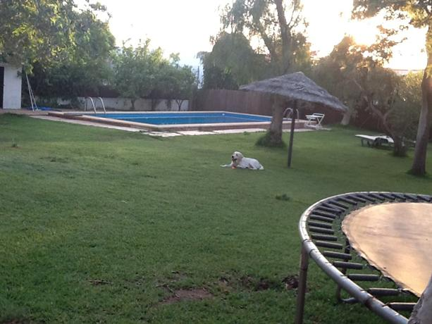 Precioso en sevilla terraza jardin piscina metro dos for Piscina dos hermanas