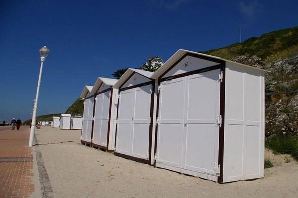 Studio la cabine a 50m de la plage granville compare deals - Cabine de plage exterieur ...