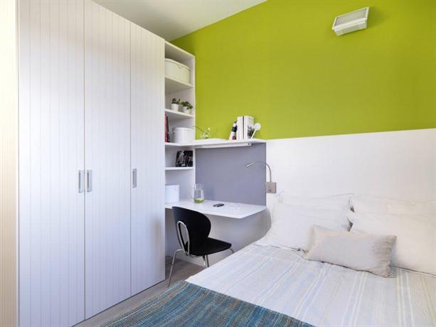 Residencia melon district marina barcelona compare deals for Habitaciones de estudiantes