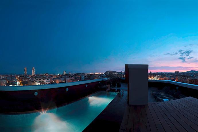 Residencia melon district marina barcelona compare deals - Calle marina barcelona ...