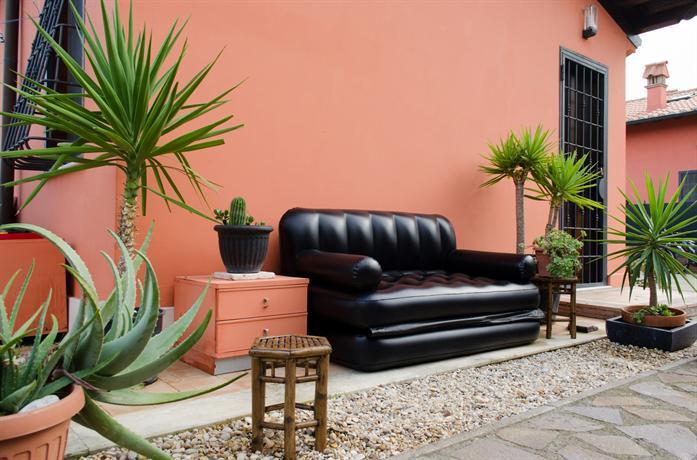 Casa deluxe con 1 camera da letto rome compare deals for Semplici piani casa 1 camera da letto