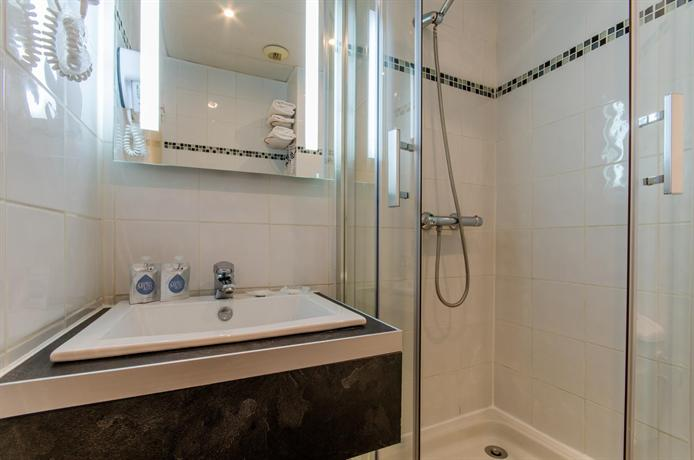 Hotel arc paris porte d 39 orleans montrouge compare deals for Porte montrouge