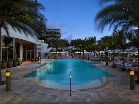 the st regis bal harbour resort compare deals. Black Bedroom Furniture Sets. Home Design Ideas