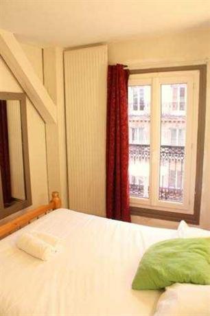 Hotel petit bastille paris compare deals for Hotel rue de la roquette paris 11