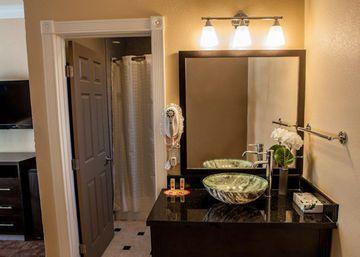 Marinwood Inn & Suites
