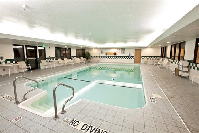 About Holiday Inn Express Hotel Suites Plymouth Indiana