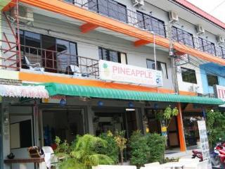 Phuket Guest Friendly Hotels - Pineapple Guesthouse