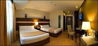 The Pinnacle Hotel & Suites
