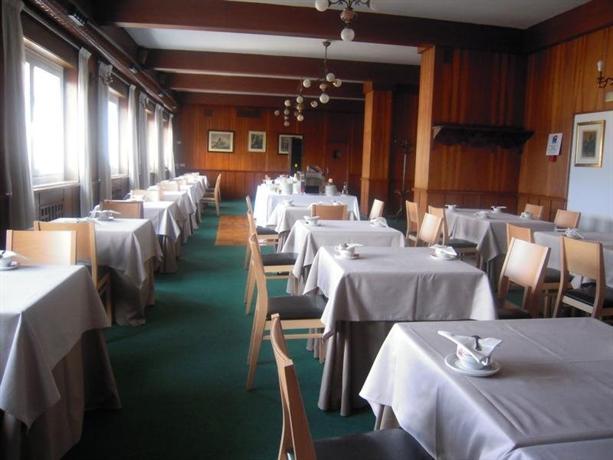 Hotel mendez nunez lugo compare deals for Hotel familiar nunez