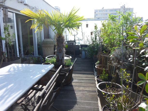 Appartement paris vue sur montmartre terrasse compare for Vue sur terrasse