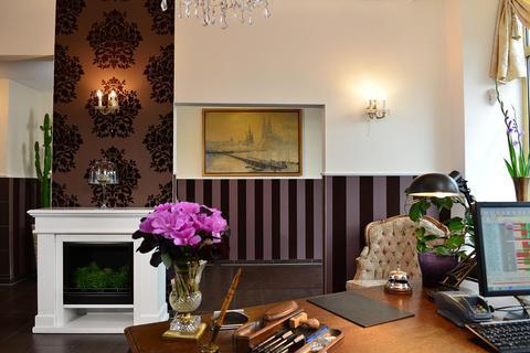 hotel domspitzen cologne compare deals. Black Bedroom Furniture Sets. Home Design Ideas