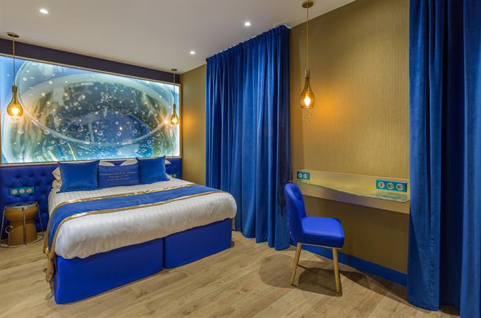 hotel les bulles de paris compare deals. Black Bedroom Furniture Sets. Home Design Ideas
