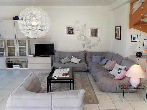 interhome maison charme saint meloir des ondes compare deals. Black Bedroom Furniture Sets. Home Design Ideas