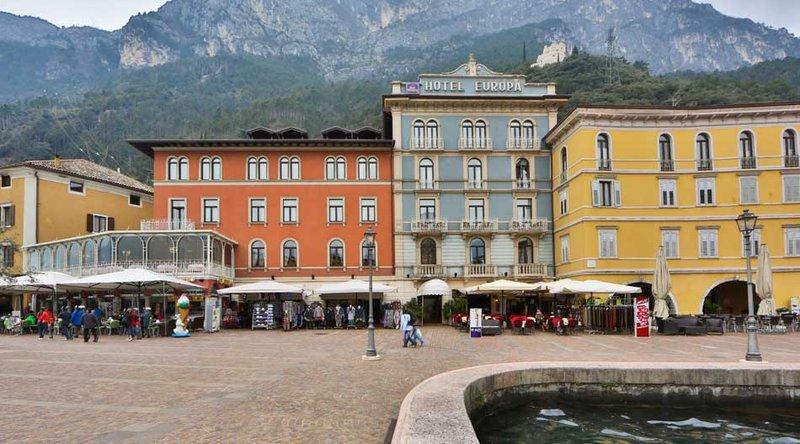Hotel europa skypool panorama riva del garda compare deals - Hotel giardino riva del garda ...