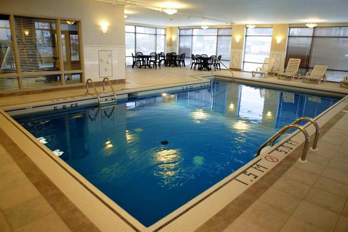 Hampton inn suites by hilton laval hotels laval for Club piscine cure labelle laval
