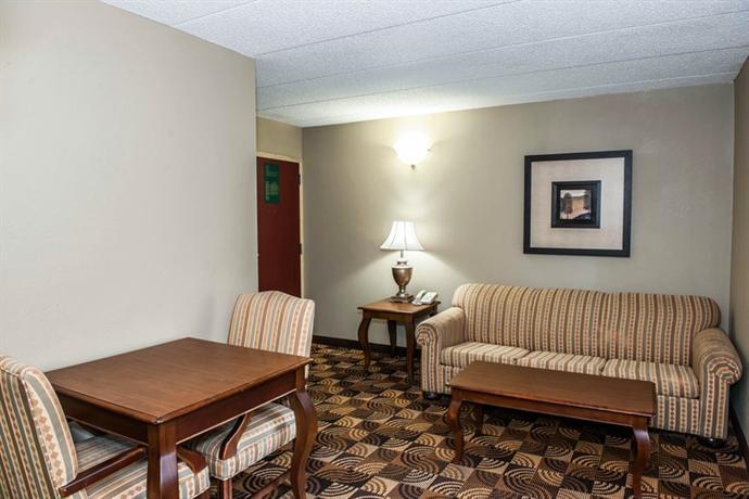 Comfort Inn Amp Suites North At The Pyramids Indianapolis