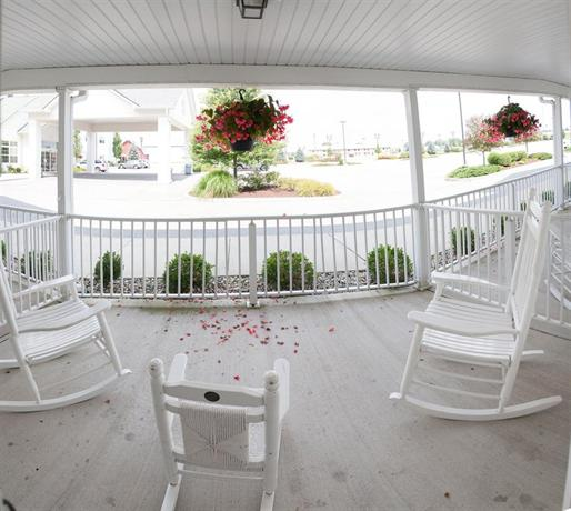 blue gate garden inn shipshewana compare deals. Black Bedroom Furniture Sets. Home Design Ideas
