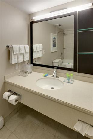 About Radisson Hotel Suites Fallsview