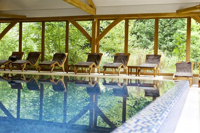 Luton hoo hotel golf and spa hyde compare deals for Hotels in luton with swimming pool