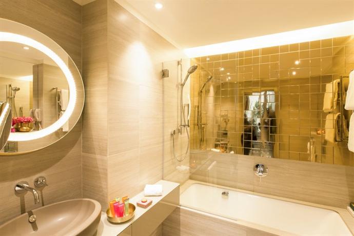 Rosa grand milano starhotels collezione compare deals for Grand hotel milano
