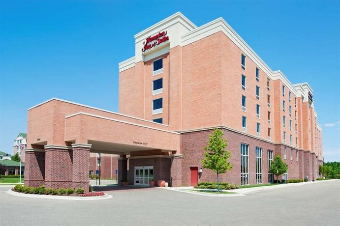 Hampton Inn and Suites Detroit Airport-Romulus