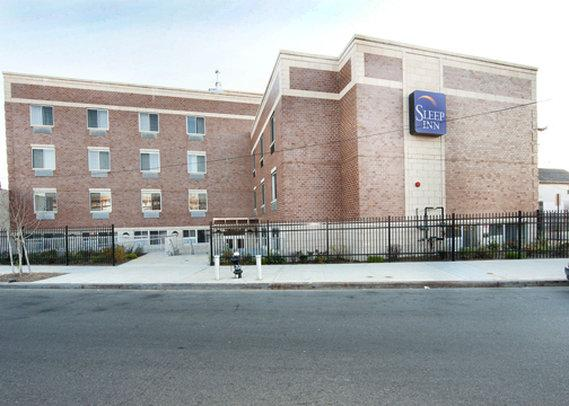 Sleep inn jfk airport new york city compare deals for Hotels near new york airport jfk