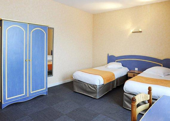 comfort hotel saintes offerte in corso. Black Bedroom Furniture Sets. Home Design Ideas