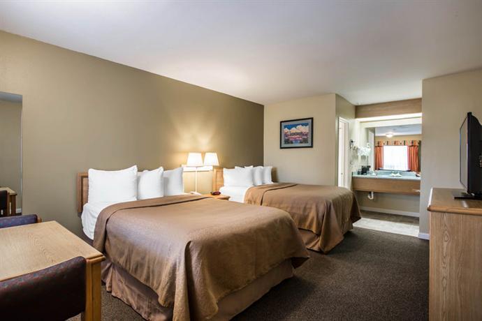 Hotel in Carlsbad Near Legoland - Econo Lodge Inn & Suites