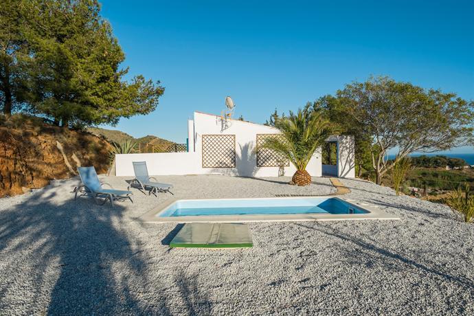 Casa andalucia piscina privada ideal para familia velez for Piscina privada