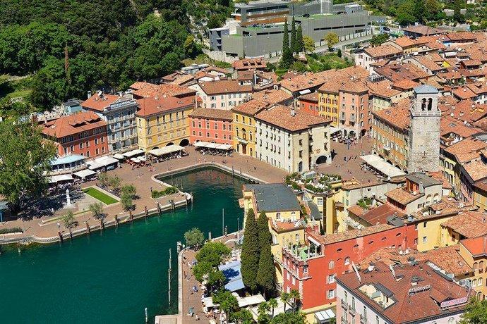 Hotel sole riva del garda compare deals - Hotel giardino riva del garda ...