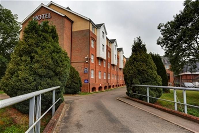 DoubleTree by Hilton Reading M4 J10